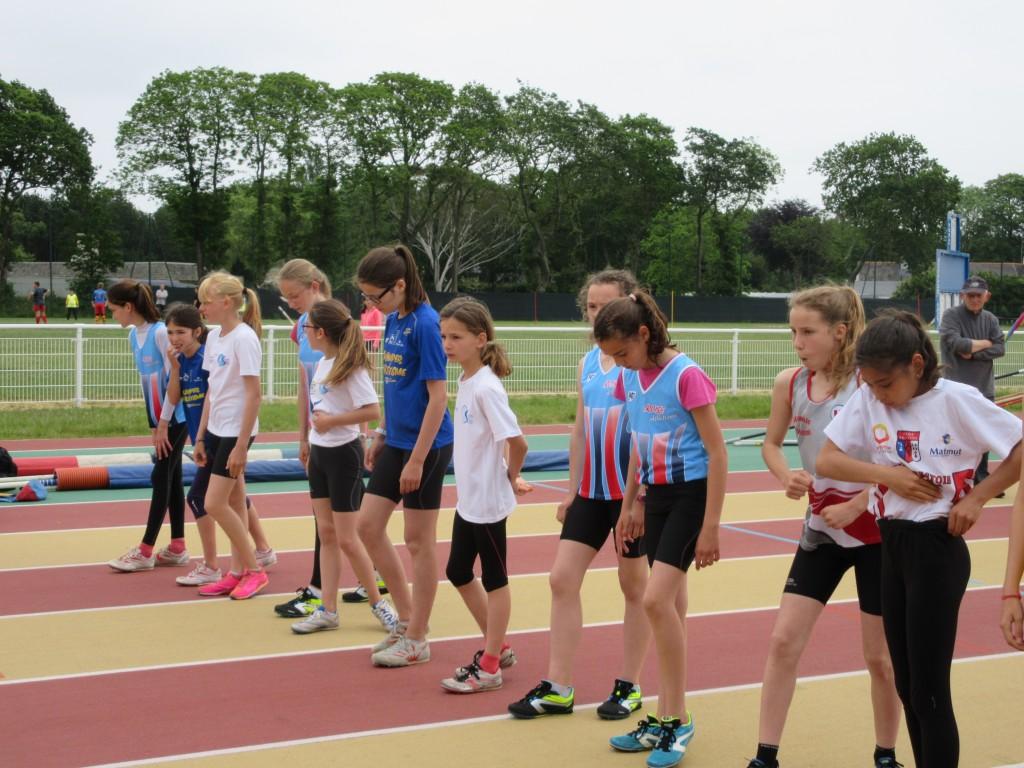 Jeanne, Lucie et Emma au départ du 1000m